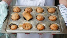Denne halvgrove deigen er god både til brød og rundstykker. Pretzel Bites, Muffin, Vegan, Baking, Breakfast, Morning Coffee, Bakken, Muffins, Vegans