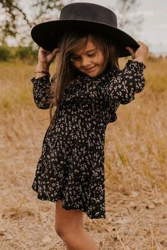 Long Sleeve Floral Dress - Fall Outfit Ideas for Little Girls - Fall Family Photo Outfit Inspiration - Cute Little Kid Clothing Fall Floral Dress, Long Sleeve Floral Dress, Floral Dresses, 70s Fashion, Korean Fashion, Modest Fashion, Toddler Outfits, Kids Outfits, Baby Outfits