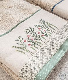 Towel Embroidery, Simple Embroidery, Embroidery Hoop Art, Embroidery Patterns, Crochet Sachet, Needle And Thread, Cross Stitch, Quilts, Sewing