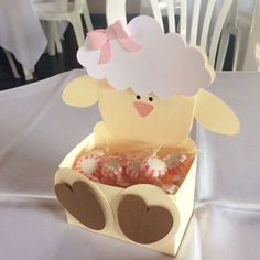 Centro de mesa Ovelhinha #petitpapeterie #personalizados #papelariapersonalizada #personalizadosovelhinha #chadefraldas #chadebebemenina #chadefralda #chadebebe #babyshower #babyshowergirl #chaovelhinha #chaovelhas #centrodemesaovelha #centrodemesa Eid Crafts, Ramadan Crafts, Edible Crafts, Baby Crafts, Easter Crafts, Diy And Crafts, Eid Mubarak Stickers, Diy For Kids, Crafts For Kids