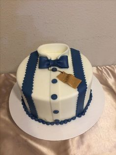 New birthday cake decorating for men fondant 33 ideas Birthday Cakes For Men, 60th Birthday Cakes, Birthday Ideas, Buttercream Cake, Fondant Cakes, Cupcake Cakes, Tuxedo Cake, Dad Cake, Shirt Cake