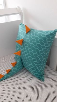 Sewing Toys, Sewing Crafts, Sewing Projects, Diy Projects, Baby Crafts, Diy And Crafts, Dinosaur Bedroom, Dinosaur Room Decor, Baby Pillows
