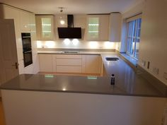 Magnifico De Lusso- St Albans, Herts - Rock and Co Granite Ltd Handleless Kitchen, St Albans, Window Sill, Granite, Kitchen Cabinets, Modern, Home Decor, Trendy Tree, Decoration Home