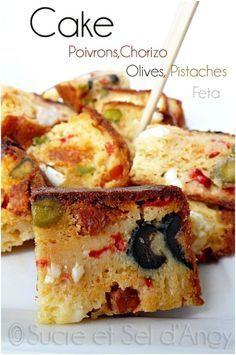 CAKE POIVRONS / CHORIZO / OLIVES / FETA (150 g de farine, 3 oeufs, 8 cl d'huile d'olive, 12 cl de lait (de chèvre), 100 g de gruyère râpé, 1 sachet de levure, 1 poivron rouge moyen, 1/2 chorizo doux ou fort, 1 poignée de pistaches, 50 g d'olives (noires et vertes), 150 g de feta, sel poivre, persil , basilic frais) Finger Food Appetizers, Yummy Appetizers, Cake Chorizo, Canapes Catering, Tapas, Cheesecake Pancakes, Salty Cake, Feta, Savoury Cake