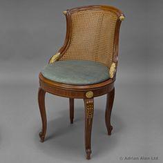 Une belle chaise cannée de François Linke.Estampilléee 'LINKE'.France, vers 1910.[Ref: B70300]Pour plus d'informations et des photos supplémentaires consultez notre site internet : www.adrianalan.com