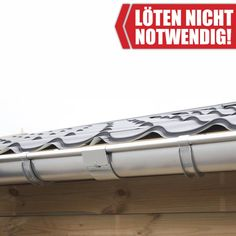 Eine Rinnenverbinder zum Stecken aus Zink verbindet die Dachrinnenteile miteinander. Löten ist nicht notwendig!