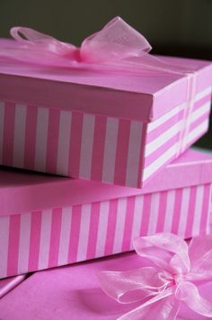 Use pink tape to turn a plain white box into a striped one. You can paint the top or leave it as is then tie it all up with a pretty pink ribbon. Perfect Pink, Pink Love, Pretty In Pink, Color Rosa, Pink Color, Vintage Pink, Tout Rose, Rosa Pink, Little Presents