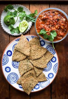 Keto Tortilla Chips + Roasted Tomato Salsa - Game Day Snacks - food to glow Roasted Tomato Salsa, Fresh Tomato Salsa, Roasted Tomatoes, Keto Recipes, Snack Recipes, Healthy Recipes, Homemade Grill, Grilled Roast, Keto Tortillas