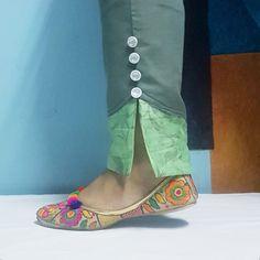 Blouse Back Neck Designs, Neck Designs For Suits, Sleeves Designs For Dresses, Salwar Kameez, Salwar Pants, Churidar, Kurti Sleeves Design, Kurta Neck Design, Salwar Designs