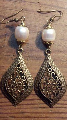 Aretes oro viejo con perla