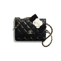 Chanel Wallet, Chanel Boy Bag, Chanel Bags, Mode Chanel, Chanel Store, Chanel Fashion, Royal Fashion, Mode Vintage, Small Leather Goods