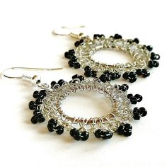 ka3na / crochet silver wire earrings