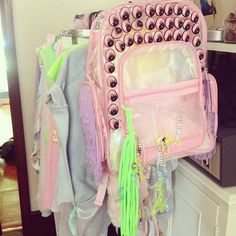 Pink plastic backpack with neon green tassel Harajuku Fashion, Kawaii Fashion, Dope Fashion, I Love Fashion, Steam Punk, Awkward Girl, Sparkle And Fade, Space Grunge, Festivals