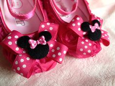 Hey, I found this really awesome Etsy listing at http://www.etsy.com/es/listing/153448784/minnie-mouse-baby-shoes