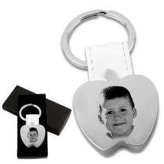 """Gravure photo sur porte clé métal forme """"POMME"""" 1 visage Gravure Photo, Grave, Bottle Opener, Barware, Photos, Apple, Pendant, Face, Key Bottle Opener"""