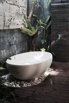 Outdoor Bathrooms 381328293435847068 - bali bathroom inspiration More Source by laurenceruard Bathroom Kids, Bathroom Design Small, Bathroom Interior Design, Bathroom Designs, Jungle Bathroom, Bathroom Plants, Bathroom Bath, Relaxing Bathroom, Master Bathroom