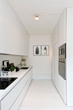 29 Awesome Galley Kitchen Remodel Ideas (A Guide to Makeover Your Kitchen) Galley Kitchen Remodel Ideas - A galley kitchen is a household kitchen design which consists of two parallel runs of units. New Kitchen, Kitchen Decor, Kitchen White, Kitchen Ideas, Kitchen Modern, Kitchen Mat, Modern White Kitchens, Glossy Kitchen, Skinny Kitchen