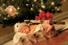 I want a Christmas baby so that I can have a picture like this.