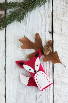 Book Review: Felt Finger Puppets from Present Perfect By Betz ... Felt Puppets, Felt Finger Puppets, Hand Puppets, Fox Crafts, Crafts To Do, Barn Wood Crafts, Felt Stories, Fun Projects For Kids, Traditional Toys