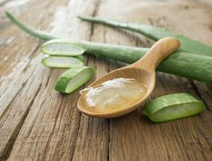 Aloe vera is known for giving you good glowing skin, but its benefits don't just end there. It can also stimulate hair growth. Aloe vera contains a vast repository of amino acids and proteolytic enzymes Aloe E Vera, Aloe Vera For Skin, Aloe Vera Gel For Hair Growth, Skin Care Remedies, Home Remedies, Natural Remedies, Blister Remedies, Sunburn Remedies, Gel Aloe