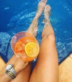 Música piscina e drinks! Relógio Seamaster by @omega