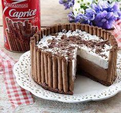Μια πανεύκολη, για αρχάριους, συνταγή για μια αφράτη τούρτα ψυγείου σε φωλιά από 'Caprice'. Μια πολύ εύκολη και γρήγορη λύση για ένα υπέροχο σοκολατένιο γλ Greek Sweets, Greek Desserts, Party Desserts, Summer Desserts, Pastry Recipes, Cake Recipes, Dessert Recipes, Cooking Recipes, Sweets Cake