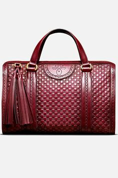 winter 2015 What a lovely bag made by Gucci. Gucci makes very beautiful bags! I love them(Gucci Watches,Gucci Wallets,Gucci Sunglasses,Gucci Shoes)very much,It looks great! Gucci Handbags, Fashion Handbags, Purses And Handbags, Fashion Bags, Gucci Bags, Gucci Fashion, Fashion Women, Fashion Styles, Fashion Outfits