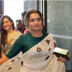 Kerala Saree Blouse Designs, Saree Blouse Neck Designs, Saree Blouse Patterns, Embroidery Saree, Embroidery Works, Saree Dress, Lehenga Blouse, Stylish Blouse Design, Saree Look