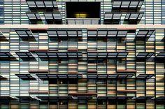 Las junglas urbanas pueden parecer indiferentes y frías, pero Jared Lim tiene una perspectiva diferente. [[MORE]] Sus fotos arquitectónicas son brillantes y llenas de color. Independientemente de si...