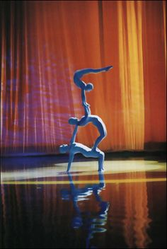 See a Cirque du Soleil performance. Many times is many parts of the world Iris, Circus Performers, Circus Art, Flow Arts, Dance Movement, Big Top, Great Words, Graphic Design Inspiration, Entertaining