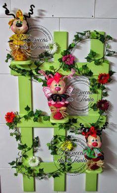 Bonecas da Tânia Foam Crafts, Arts And Crafts, Diy Crafts, Lulu Love, Clay Figurine, 3d Wall Art, Garden Theme, Pasta Flexible, Mug Rugs