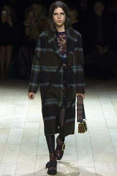 See the complete Burberry Fall 2016 Ready-to-Wear collection.