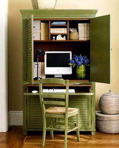 un meuble - bureau avec ordinateur vert et une chaise verte rustique, des…