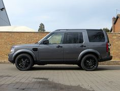 Romans are pleased to offer this Land Rover Discovery HSE for sale presented in Corris Grey with Ivory Premium Leather. Range Rover Discovery, Used Land Rover, Range Rover Supercharged, Best Suv, Black Background Images, Roof Rails, Land Rover Defender, Car Detailing, Used Cars