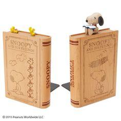 スヌーピーの木製ブックエンド。本の冊数や量に合わせて置けるから便利♪ https://room.rakuten.co.jp/room_jp/1700005121694395?scid=we_rom_pinterest_official_20150605_r1
