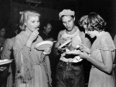 With Vivien Leigh & Kim Hunter behind the scenes of A Streetcar Named Desire (1951)