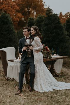 Nothing more elegant and holiday-spirited than this Christmas wedding inspiration photoshoot  | Image by B. Matthews Creative