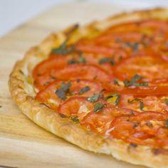 Si on aime la tomate à toutes les sauces, on l'aime particulièrement en tarte fine