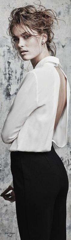 Black White Fashion, Black White Red, Fashion Show Themes, Style Noir, The Great White, White Shirts, White Blouses, New Fashion, Fashion Outfits