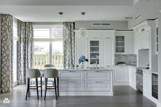 Apartament w stulu Nowojorskim i glamour - luksusowe wnetrza: salon, sypialnia - Duża otwarta kuchnia w kształcie litery l w aneksie z wyspą z oknem, styl nowojorski - zdjęcie od PRIMAVERA-HOME.COM