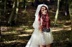 Halloween Make Up and Costume: Creepy Bride {death, bloody, injured} -- http://www.viktoriasarina.com/2013/10/halloween-make-up-und-kostum-braut.html