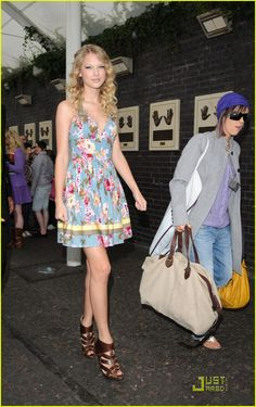 Taylor swift looks lovely in london 20111 She style street may 21