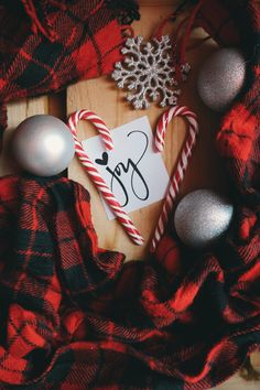 This is just a prefect Christmas Background … – Christmas wallpaper Christmas Mood, Christmas And New Year, Christmas Bulbs, Christmas Decorations, Christmas Wreaths, Amazon Christmas, Holiday Decorating, Christmas Stocking, Holiday Mood