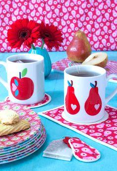 Damit das Tee- oder Kaffeetrinken in Zukunft noch kuscheliger ist zeige ich euch wie ihr aus Stoffresten und Filz bunte Untersetzer – sogenannte Mugrugs – nähen könnt. Das brauchst Du: …
