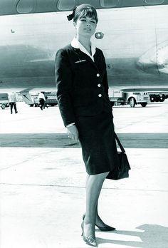 Pedro Rodríguez diseñó cuatro tipos de uniforme para Iberia, siendo el primer profesional de la moda en hacerlo. In 1962, Pedro Rodríguez became the first professional fashion designer to work for Iberia, designing four types of uniforms En 1962, P mg