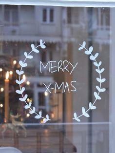 awesome christmas window decor ideas 21 ~ my.me awesome christmas window decor id. Christmas Mood, Christmas Crafts, Christmas Decorations, Christmas Tables, Scandinavian Christmas, Modern Christmas, Simple Christmas, Crismas Tree, Decoration Vitrine
