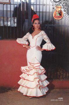 Trajes-de-Flamenca.-Laurel.jpg 654×1,000 pixels