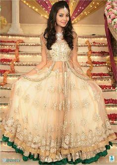 Mansi Srivastava back on TV : Tv Talks Pakistani Bridal Dresses, Indian Dresses, Indian Outfits, Party Wear Dresses, Formal Dresses, Wedding Dresses, Frocks For Girls, Girls Dresses, Indian Couture