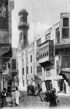 Cairo - Street showing Harem windows (mashrabiya) Cairo, EGYPT