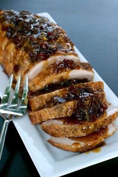 Cranberry Orange Pork Roast - Cranberries and orange marmalade combine for the perfect pork loin glaze. Crockpot easy with a beautiful presentation! Healthy Meat Recipes, Bacon Recipes, Cooking Recipes, Roast Recipes, Sauce Recipes, Pork Tenderloin Recipes, Pork Roast, Pork Loin, Carne